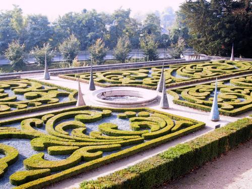 2001 - Exposition Culbutos au château d'Auvers sur Oise