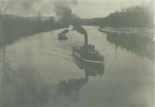 Emile-Boggio-photographies-Remorqueur-sur-Oise-1916